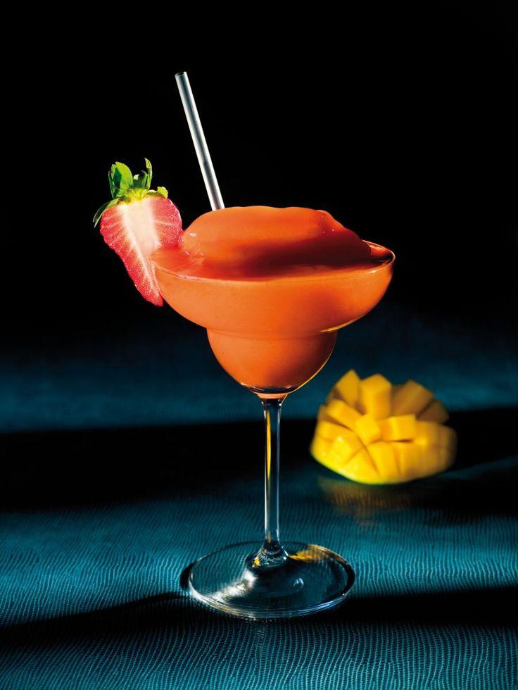 Frozen strawberry mango daiquiri  http://www.njam.tv/recepten/frozen-strawberry-mango-daiquiri