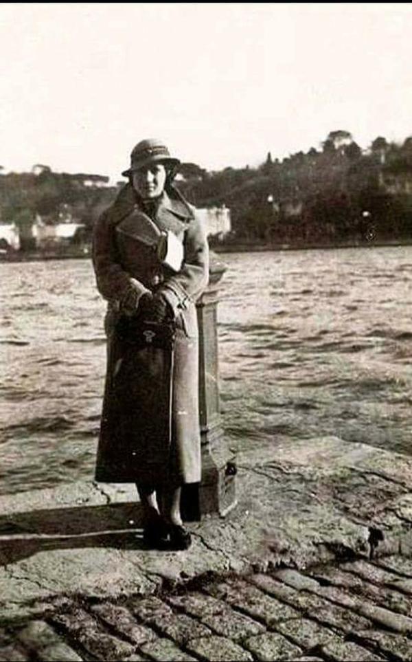 ✿ ❤ Bir Zamanlar İSTANBUL, Tarabya'da bir kadın (1930lar)