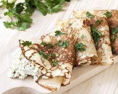 Crêpes à la crème de roquefort aux herbes et noix : http://www.cuisineaz.com/recettes/crepes-a-la-creme-de-roquefort-aux-herbes-et-noix-71206.aspx
