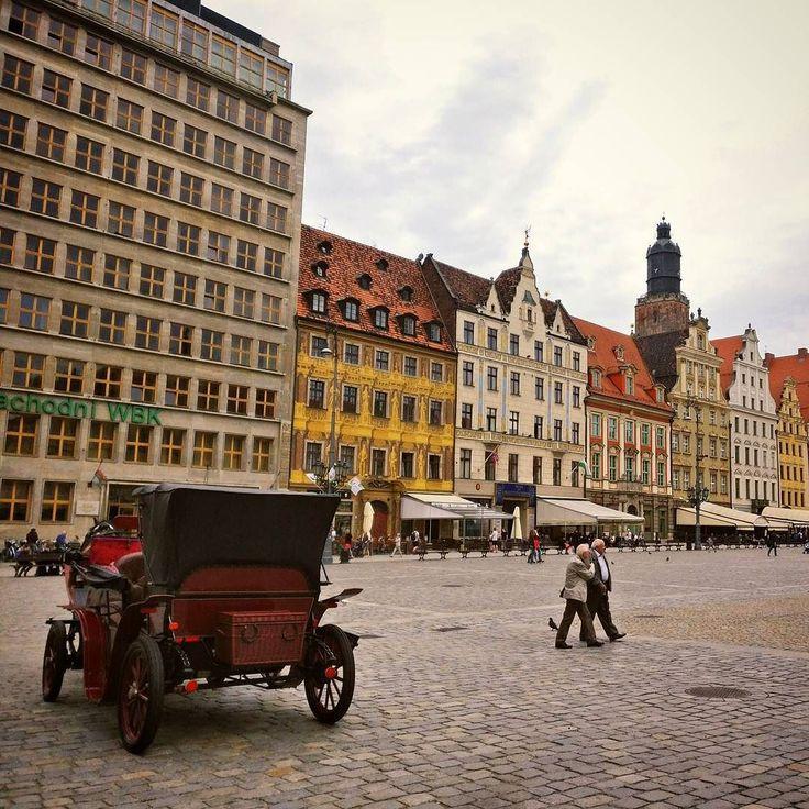 Wrocław - rocks as well on a cloudy day  .  #wroclove #wrocław #igerswroclaw #cityscape #mainsquare #rynek #alpakamybags #instatravel #rzućwszystkoijedźdoWro #wroclawing