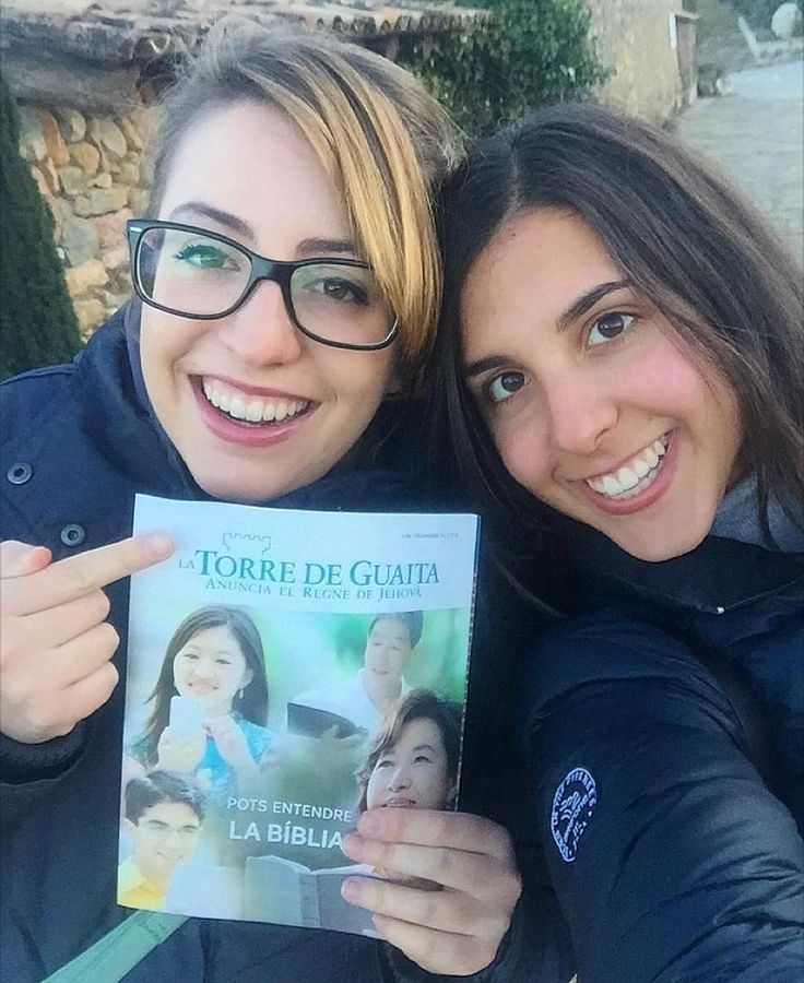 @debbiee_ce and @ingriddetaa supporting the Catalan territory in Puigcerda Spain with the Watchtower in the Catalan language.
