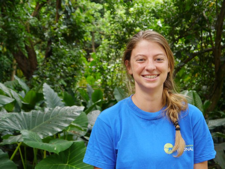 Monica, from the United States, majored in wildlife ecology and enjoys interacting with and caring for all the animals on the sanctuary.