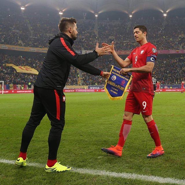 Brawo dla tego pana @_rl9 👏🏼👏🏼👏🏼👏🏼 Brawo dla całej drużyny @laczynaspilka 👏🏼👏🏼👏🏼🇵🇱💪🏼⚽️🇵🇱💪🏼⚽️🇵🇱 Brawo dla @cyfrasport @grochalson 📸😁👍🏼 #winner #polska #poland #worldcup #Russia2018 #fifa #bucharest #laczynaspilka #lewandowski #rl9
