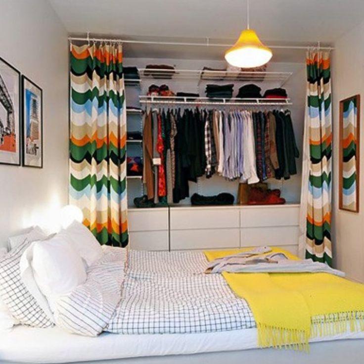 Bom dia!!! Ideia de closet com porta de cortina, quem gosta? #closet #inspiração…