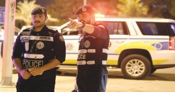 الأمن في الكويت يشتبك مع شاب عاري فيديو Sports Jersey Police Jersey