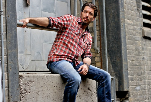 Jonathan Scott from The Property Brothers Love this show ^.^