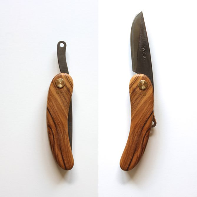 The KUT friction folding knife features a carbon steel Svörd blade made in New Zealand.