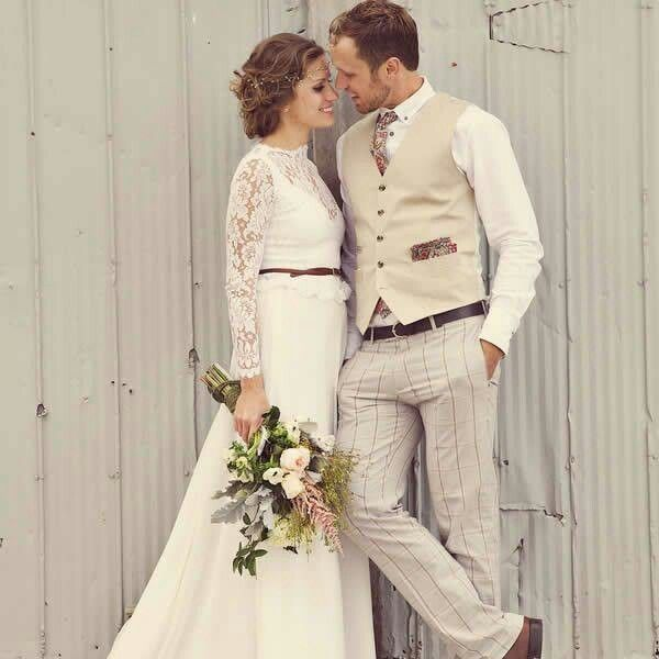 Beautiful vintage wedding fashion.