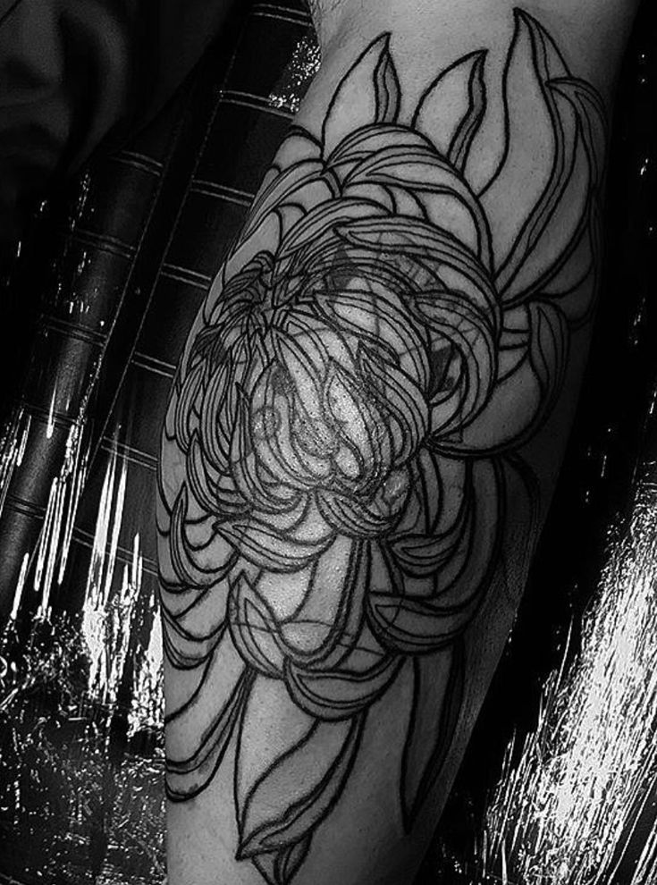 Blackwork cover up chrysanthemum tattoo. Follow me on my blog to join all my tips and tricks about tattoos.