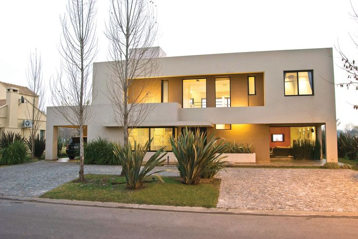 PAVLOFF - REGALINI & Asociados / Arquitectos / Estudio de Arquitectura - Casa actual racionalista - PortaldeArquitectos.com