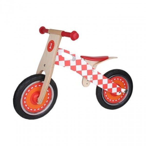 Deze houten loopfiets Formule 1 (6181410) van het merk Scratch helpt en ondersteunt uw kind in het leren van de balans te houden op een tweewieler, heeft een stoer uiterlijk en is een echt race monster. De loopfiets heeft een verstelbare zithoogte, een begrensde sturing en een opbergzakje van katoen. Afmetingen 83 x 40 x 57 cm. Leeftijd 3+.
