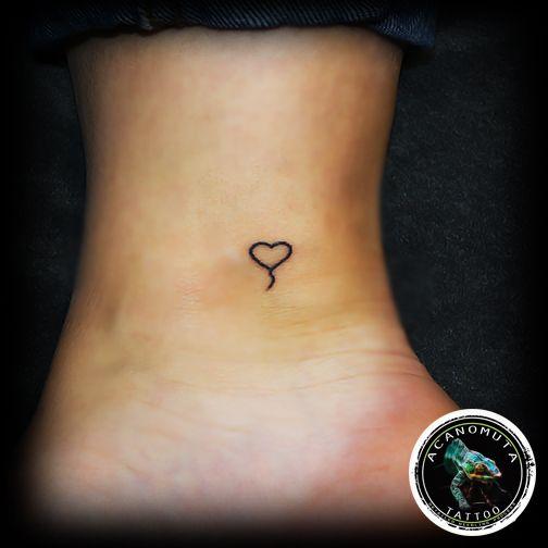 Μικρη γραμμικη καρδια τατουαζ...προτεινεται για γυναικεια σεξυ σημεια by Acanomuta tattoo studio