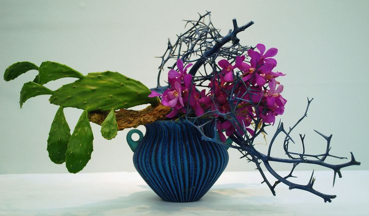 These pictures are from the Osaka Ikebana Exhibition in 2010.