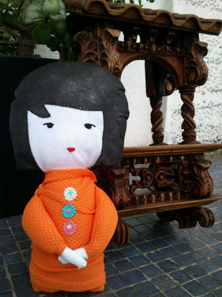 Reduzco, Reuso y Reciclo; así colaboro con la reducción de basura textil, dándoles una segunda oportunidad a las telas, creando piezas únicas! cada muñeca es diferente hechas con amor y Para Abrazar.