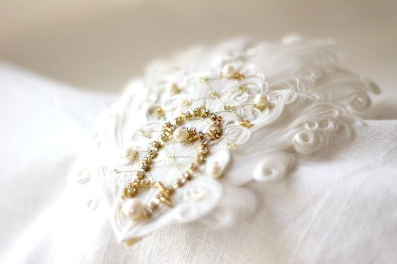 Gorgeous bridal headpiece - I created this pearl rhinestone gempiece using shimmering rhinestones, gold rocaille beads and Swarovski pearls. They all