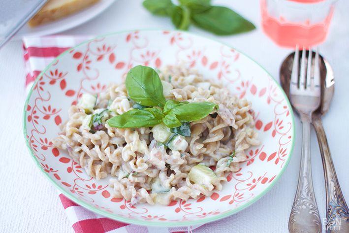 Er zijn volop courgettes te krijgen, daar kun je een heerlijke pasta met courgette mee maken. Lekker met pancetta uit de oven. Kijk op Bonapetit.