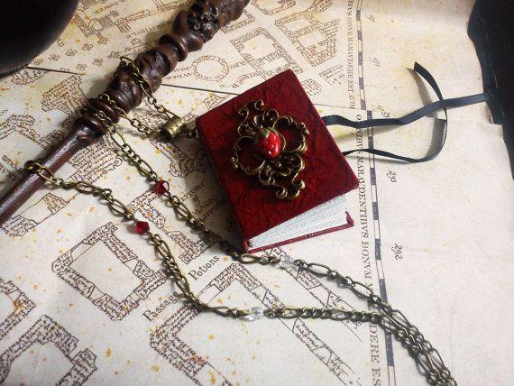 miniature book pendant - journal par LeManegeSurLaColline