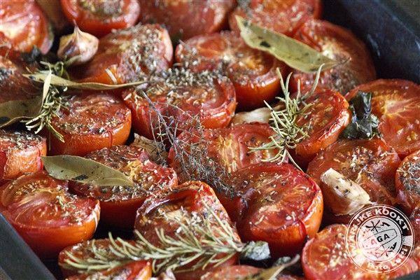 In de oven geroosterde tomaten als basis voor een heerlijke tomatensaus!