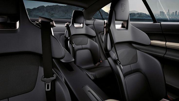 Porsche électrique, sièges baquets à l'intérieur de la Mission E En 2015, nous avons découvert la Porsche Mission E... qui deviendra la première Porsche électrique de série, attendue pour 2019… #porsche #ve #electric #electronicsengineering #sportscars