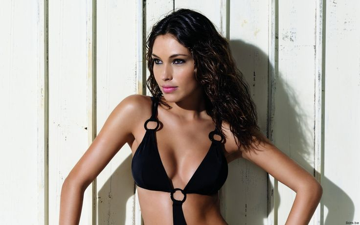 Diana Villas Boas is a Brazilian Model. Ridiculously sexy brunette fashion model Diana Villas Boas is possibly the hottest chick you've never heard of.