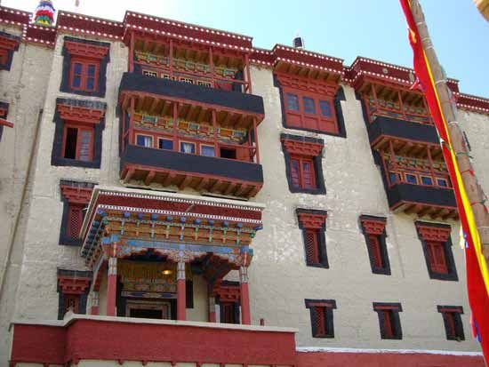 Places to Visit In Leh Ladakh Stok Palace Muesum