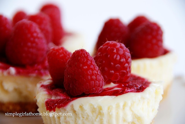 Raspberry Marble Cheesecakes - my mom makes these, only with ...