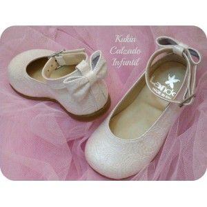 Mercedita con pulsera beige Landos #zapatos #niña #ceremonia #arras #merceditas #calzado #infantil