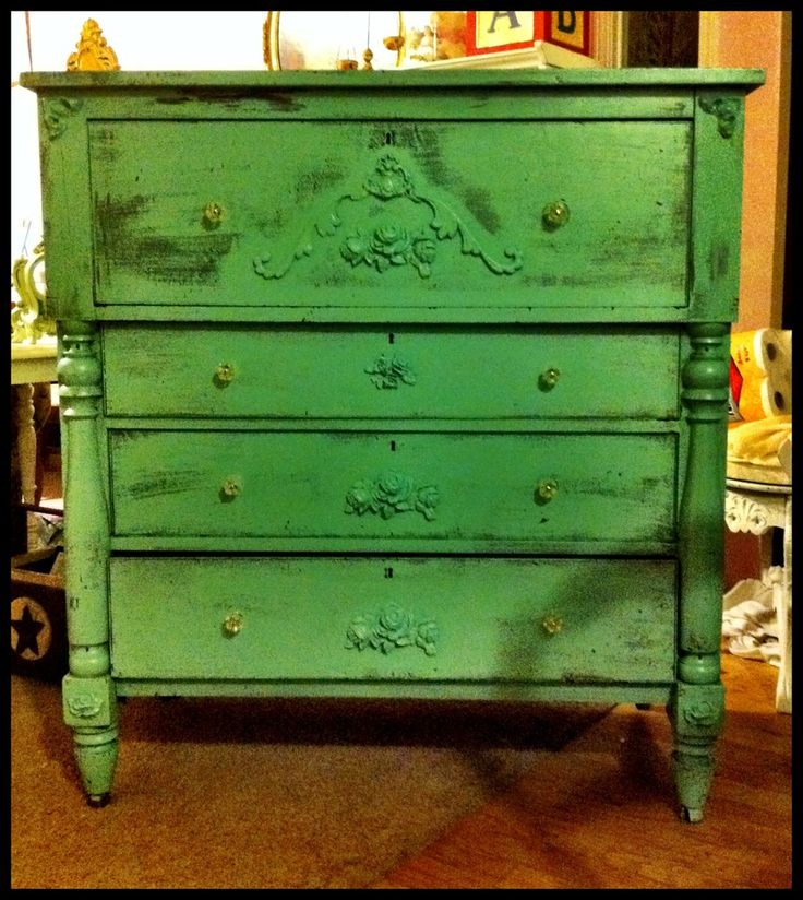 Decorating With Distressed Furniture: 25+ Best Ideas About Green Distressed Furniture On