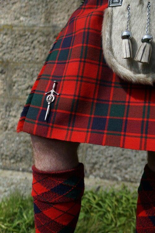 Clan Robertson kilt pin. Photo by Becky Tyrrell. #Robertson Red #tartan split diamond hose by #BonnieTartan.