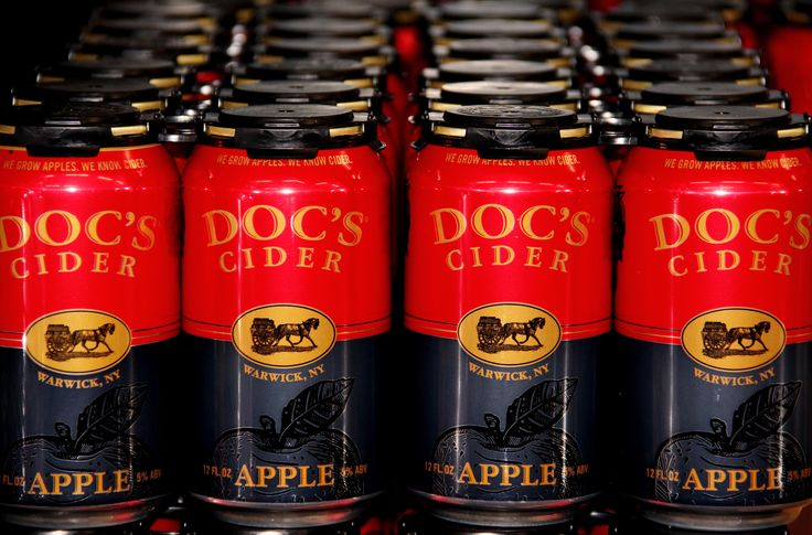 Nothing goes better with wings than cider. Are you ready for the weekend? @docsdraftcider #docscider #superbowl #ny #farm #cidery #cider #drinks