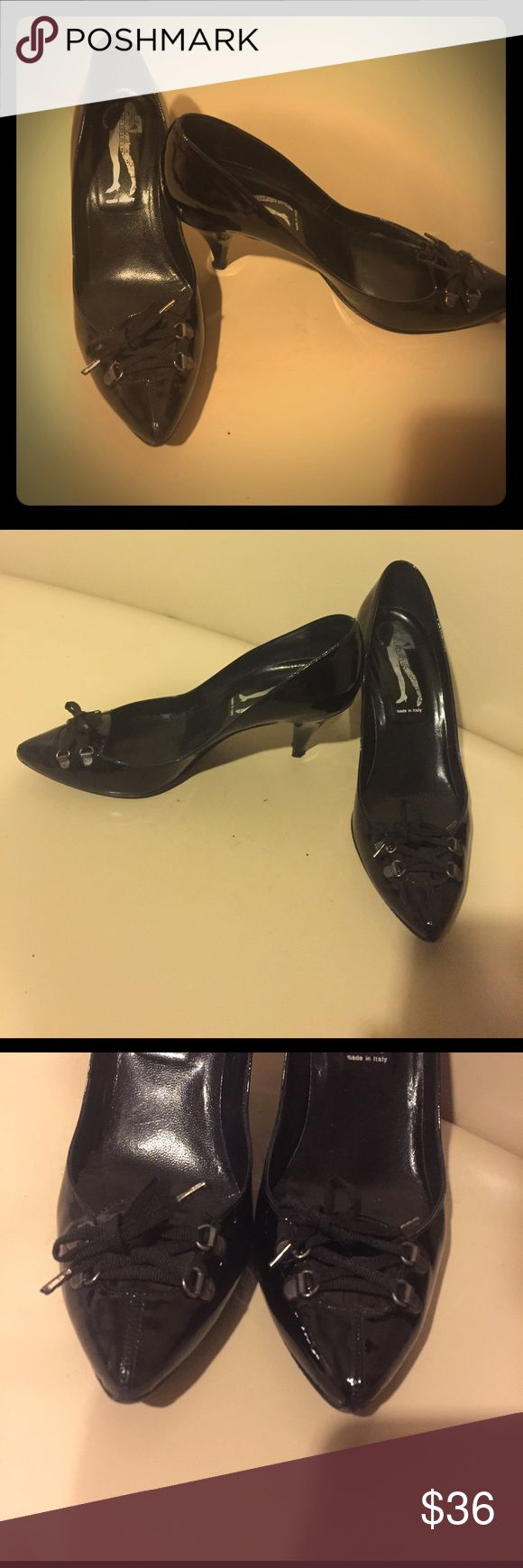 Black Sigerson Morrison Heels Size 8 Black Sigerson Morrison heels size 8. Good used condition. Cute bows on the toes. See pictures for any signs of wear. Belle by Sigerson Morrison Shoes Heels