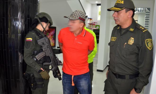 capturado elkin triana miembro del grupo colegiado la oficina y cabecilla de los triana - Categoria: Actualidad  ND: Considerado uno de los mayores facilitadores del crimen organizado, integrado, el trAfico de drogas en el Valle de AburrA.En cumplimiento con la ofensiva nacional contra el crimen ordenado por el Presidente de la RepAblica de Colombia y la DirecciAn General de la PolicAa Nacional de todos los colombianos en la maAana temprano, despuAs de un trabajo de investigaciAn entre la…