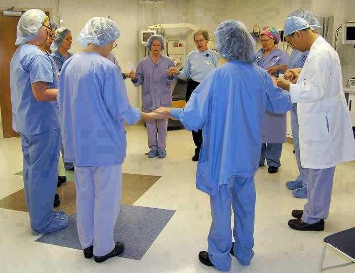 A great image of shared intent before an operation...I want this team IF I ever must have surgery!