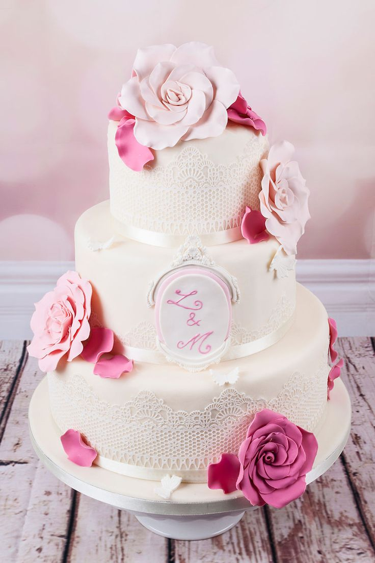 Wedding-Cakes-19 35 Stunning Wedding Cakes Inspired From The Haute Couture.