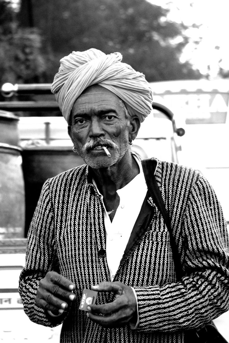 https://flic.kr/p/D4XJHG | Man in turban | Man on the street with lights.. Smoke in the mouth and lights in hand and a pagri on the head..typical rajasthani man..                                                                                                                                                                                 Plus