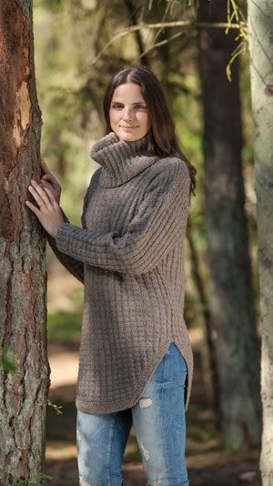 Sweater with loose neck tube pattern knitting