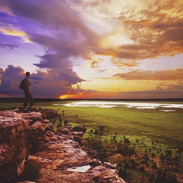 Standing in this exact spot at Ubirr is Kakadu is high on my bushwalking and Australian Bucket List! Visit NT says its one of the three main rock art sites to visit within #Kakadu.  Photo: @qantasholidays via #NTaustralia