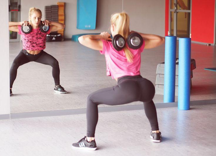 Trening siłowy w domu uda i pośladki