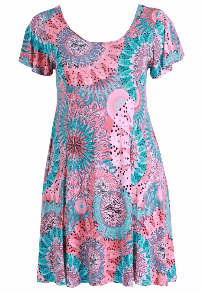 Mooie knielange tuniek/jurk voor de modebewuste vrouw met een maatje meer.<br /> Onze grote maten leverancier Magna Fashion levert ruime maten zoals 44 46 48 50 5...
