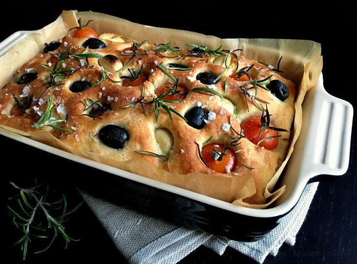 Madbrød med tomat, hvidløg og rosmarin …