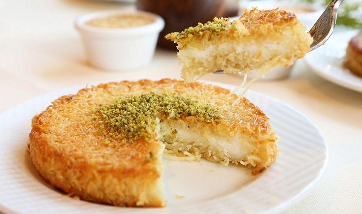 Ένα υπέροχο γλύκισμα με άρωμα Ανατολής. Είναι σιροπιαστό με κανταΐφι, αλλά έχει και τυρί! Επειδή στην Ελλάδα δεν βρίσκουμε το αυθεντικό τυρί dil peyniri, μπορούμε να το φτιάξουμε με τυρί κρέμα, ανθότυρο ή μοτσαρέλα. Ταιριάζει εξαιρετικά με παγωτό καϊμάκι.
