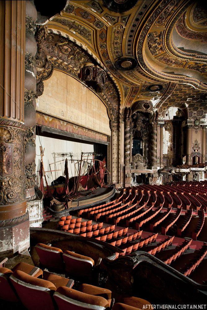 After the Final Curtain: Abandoned Theaters / Matt Lambros - Loews Kings Theater