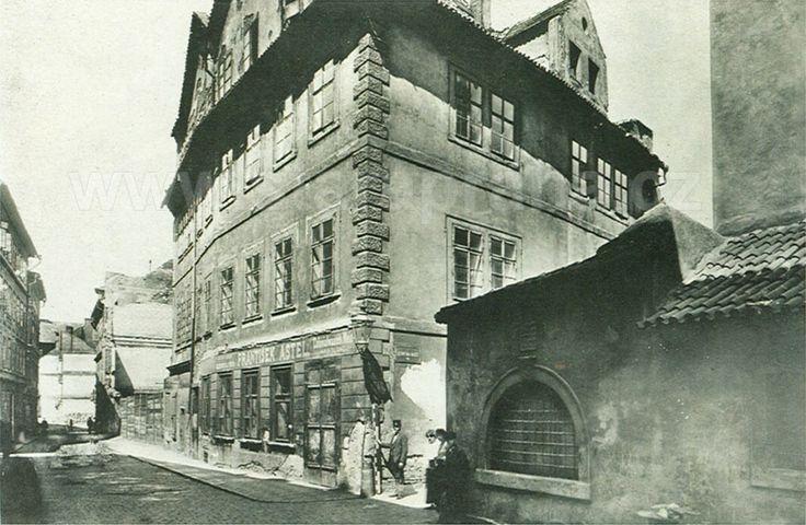 Rabínská ulice, vpravo kus Staronové synagogy / Rabínská street, right: part of Old-new synagogue