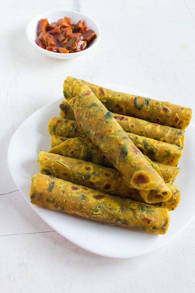 Methi Thepla - Gujarati Fenugreek Leaves Flatbread << Veg Recipes of India