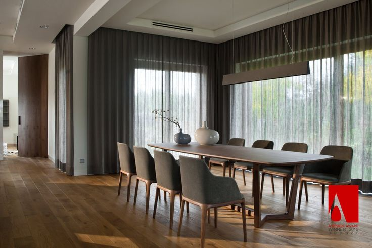Large table Concorde and Manta chairs by Poliform create supercomfortable dining area in this awarded design. Table and chairs available in MOOD showroom. #mood #poliform #largetable #concordetable #mantachairs #table #chairs #elegant #comfortable