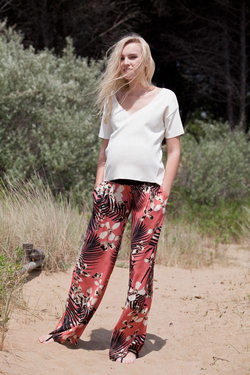 il pantalone largo in stile revival, simbolo di eleganza immune della patina del tempo | Attesa maternity