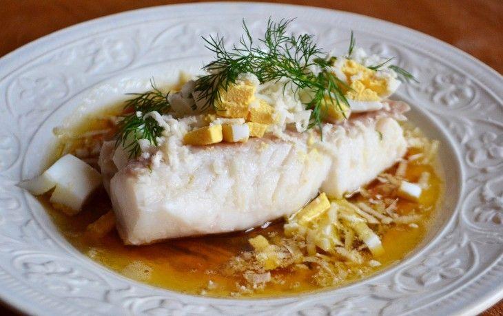 Rimmad torskrygg med ägg, brynt smör och pepparrot