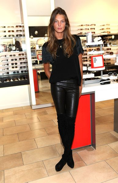 Daria Werbowy | We love this | Master the model off duty look with quality basics @ theodderside.com