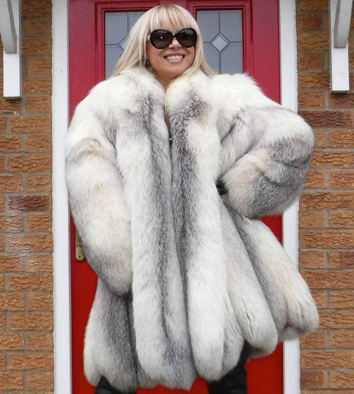 292 best LARISSA images on Pinterest | Fur coats, Furs and Fox fur