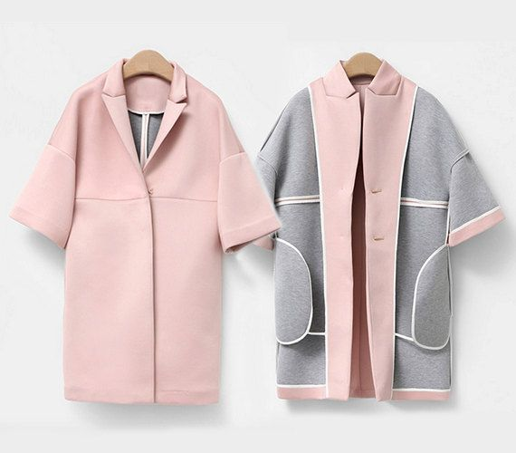 Cocoon shape coat Double-sided neoprene Peaked collar 2 Pockets 100% Cotton coated neoprene Size S Length: 86cm / 34 Bust: 100cm / 39.3 Hem: